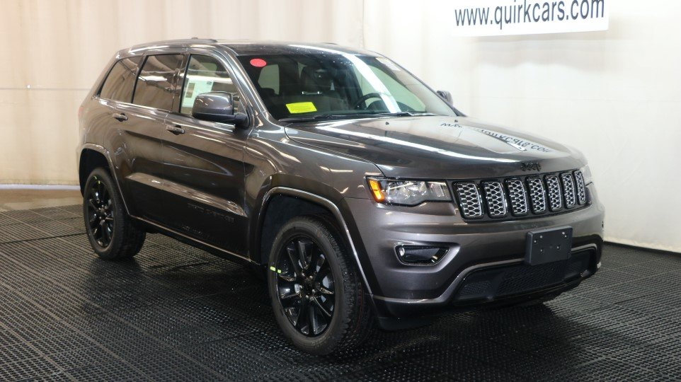pre owned 2017 jeep grand cherokee altitude sport utility in braintree j15124a quirk chrysler. Black Bedroom Furniture Sets. Home Design Ideas