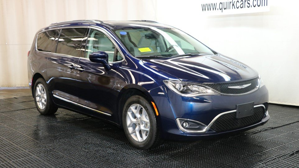 new 2017 chrysler pacifica touring l plus passenger van in. Black Bedroom Furniture Sets. Home Design Ideas